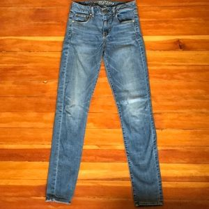 American Eagle - Light Wash, High Rise Jeans